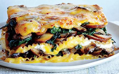 Lasagna de berenjena, champiñones y alcauciles