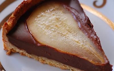 Tarta de chocolate con peras