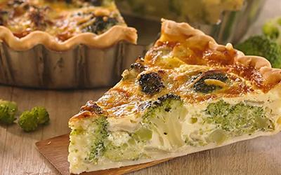 Tarta de brócoli, cebolla y queso